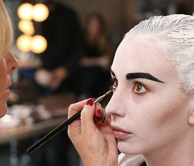 maquillarse-como-chica-de-cómic-en-halloween-2014-maquillar-base-maquiilar-ojos