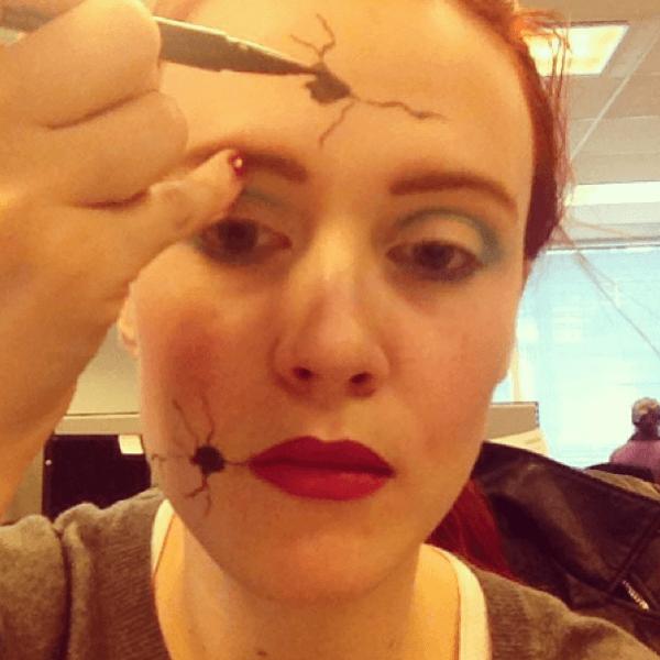 maquillaje-para-disfrazarse-de-muñeca-de-halloween-2014-paso-a-paso-dibujos