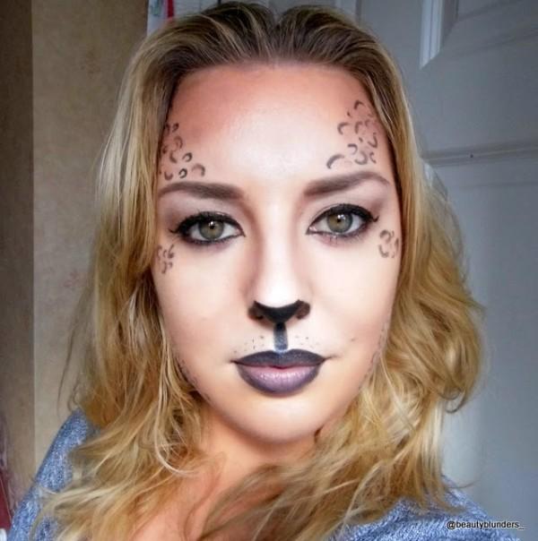 maquillaje-de-leopardo-para-halloween-paso-a-paso-nariz-negra-labios-nude