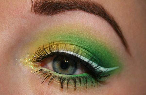 maquillaje-de-campanilla-tinkerbell-ojo-con-dos-sombras-y-purpurina
