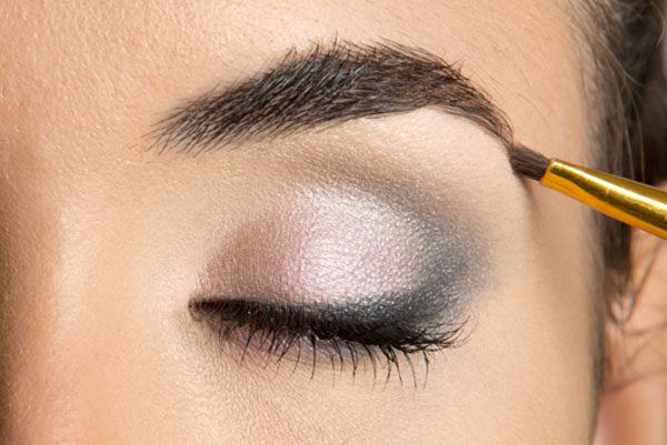 maquillaje-de-ojos-para-san-valentin-cejas