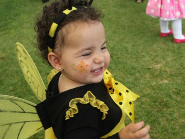 maquillaje-abeja-halloween-2016-niña-abeja
