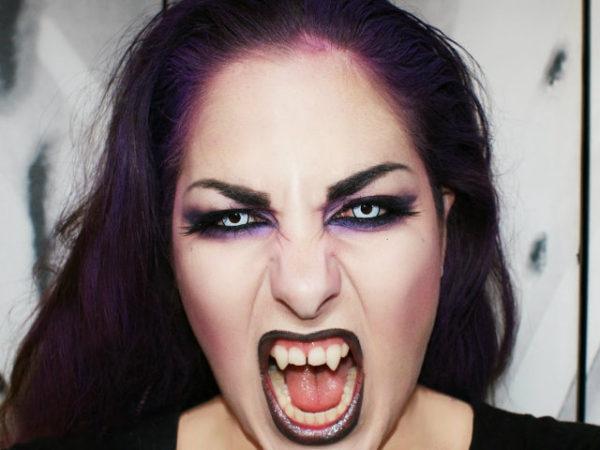 maquillaje-halloween-vampiresa-lentillas