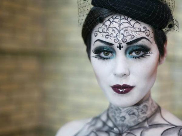 maquillaje-vampiresa-halloween-estilo-gotico-tocado