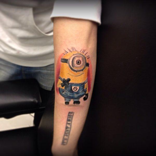tatuajes-brazo-hombre-minion