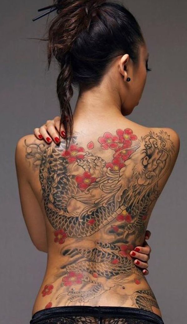 tatuajes-de-dragones-flores-rojas