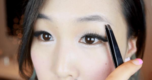 maquillaje-coreano-ojos-cejas