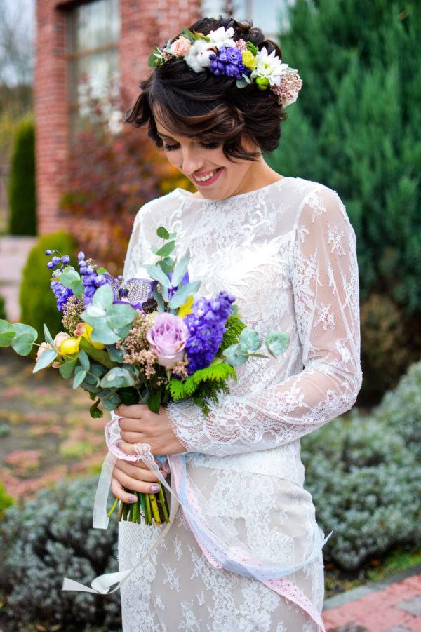Peinados para novias pelo corto diadema de flores