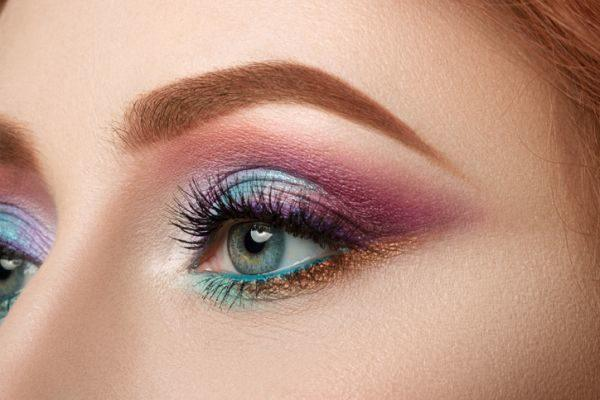 como-hacer-un-look-de-maquillaje-con-sombras-metalicas5