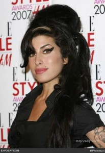 amy-winehouse-2007-elle-style-awards-in-london-16tohi1