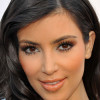 Kim Kardashian Enterrada en Maquillaje