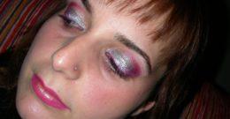Maquillaje de fiesta VIII: Ojos en plata y fucsia paso a paso
