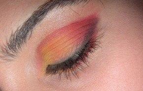 Maquillaje con tonos rojos, paso a paso