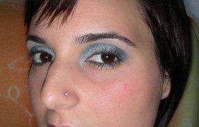 Maquilla tus ojos en azul paso a paso