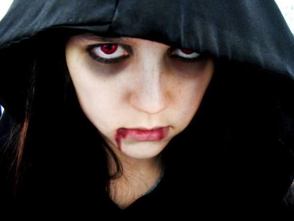 maquillaje-de-vampiresa-2014-ojeras-marcadas