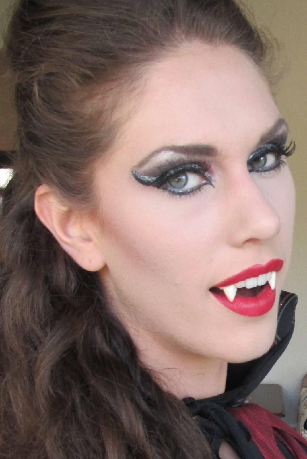 maquillaje-de-vampiresa-2014-ojos-sombra-gris-brillante