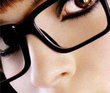 Maquillaje para ojos con gafas