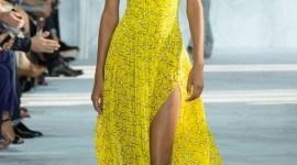 ¿Cómo me maquillo si llevo un vestido amarillo?