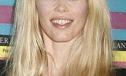 """Claudia Schiffer y sus """"ojos negros"""""""