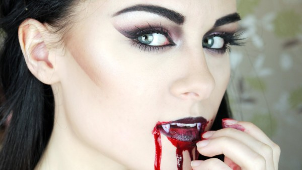maquillaje-de-vampiresa-paso-a-paso-Halloween-2015
