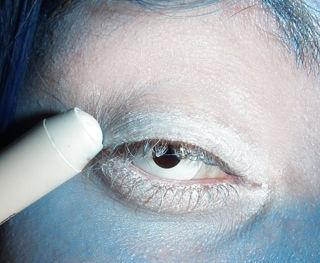 maquillaje-para-halloween-2014-novia-cadaver-paso-a-paso-ojos-pestañas-blancas