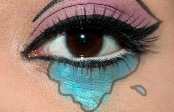 maquillarse-como-chica-de-cómic-en-halloween-2014-IDEA-ojos-sombra-rosa-azul