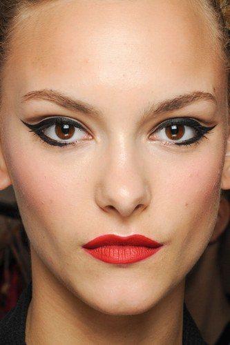 maquillaje-para-tu-graduacion-ojos-delienados
