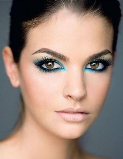 maquillaje-para-tu-graduacion-ojos-fluorescentes
