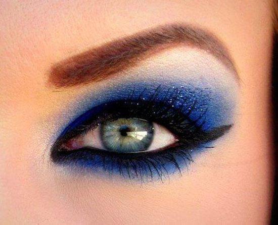 Maquilla tus ojos en azul paso a paso maquillajerossa for Como maquillar ojos ahumados paso a paso