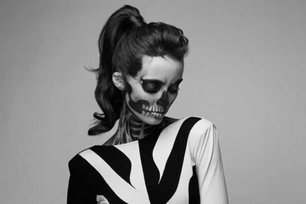 Maquillaje para disfrazarse de esqueleto en halloween 2018 for Pinturas de cara para halloween