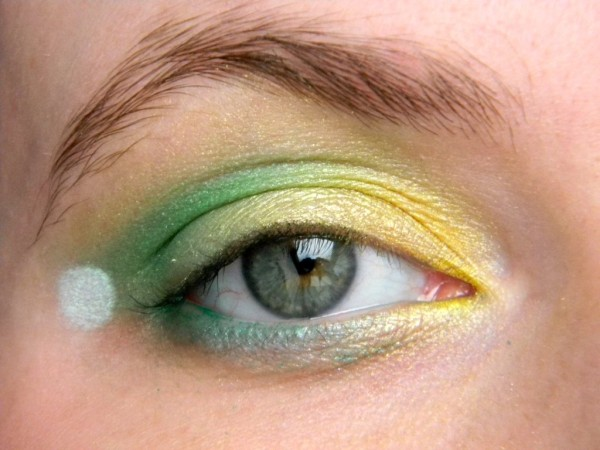 maquillaje-de-campanilla-tinkerbell-ojo-con-dos-sombras