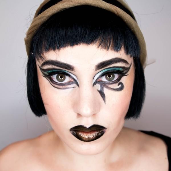 maquillaje-de-Cleopatra-para-Carnaval-2016-maquillaje-con-detalles-negros-en-los-ojos