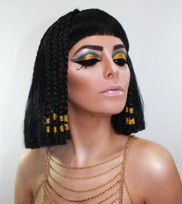 maquillaje-de-Cleopatra-para-Carnaval-2016-maquillaje-sombras-dorada-llamativa