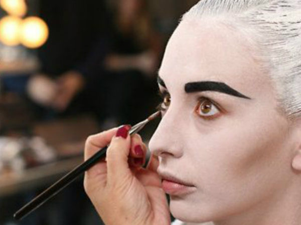 maquillaje-halloween-base-blanca
