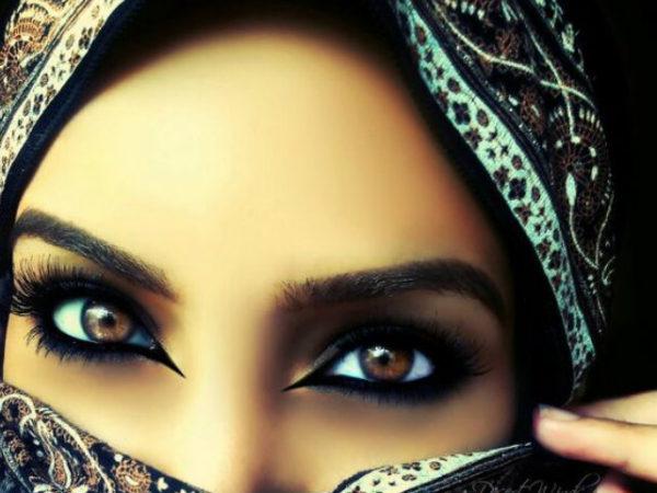maquillaje-arabe-halloween-raya-negra