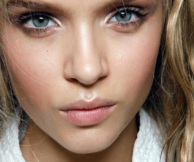 maquillaje-para-un-vestido-amarillo-ojos-natural