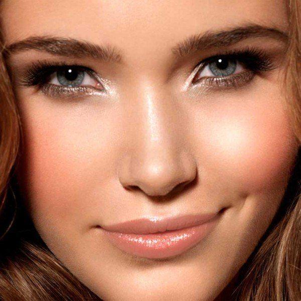 top-10-los-productos-de-maquillaje-imprescindibles-iluminador-lagrimal