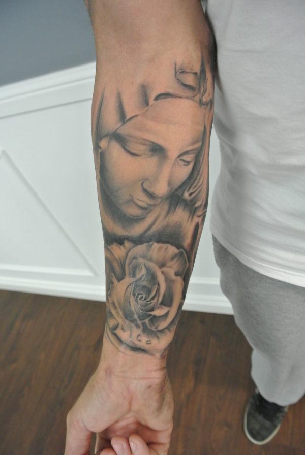 tatuajes-brazo-hombre-virgen