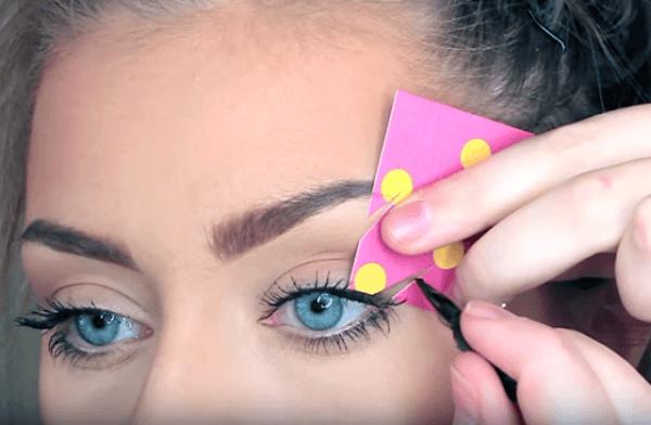 delineado-de-ojos-paso-a-paso-tarjeta