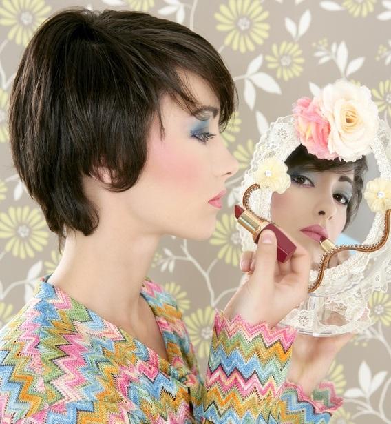 Maquillaje años 70 rubor
