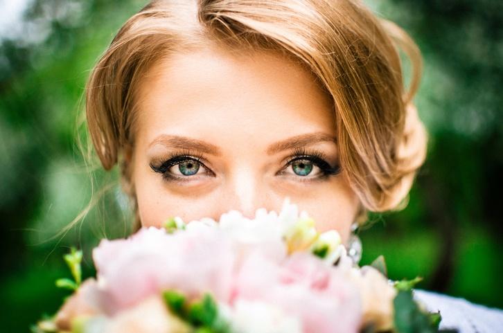 Maquillaje de novia de tarde con delineador