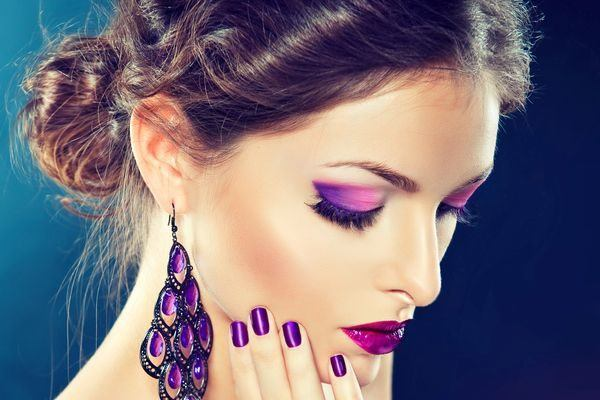 maquillaje-para-vestido-morado-paso-a-paso-ojos-labios