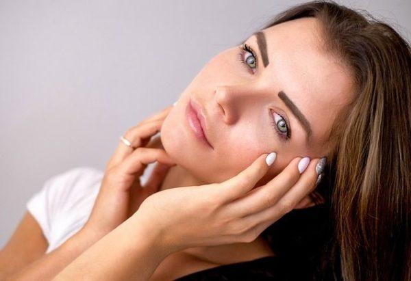 la-tecnica-de-maquillaje-strobing-iluminador-modelo2