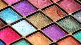 Cómo hacer un look de maquillaje con sombras metálicas