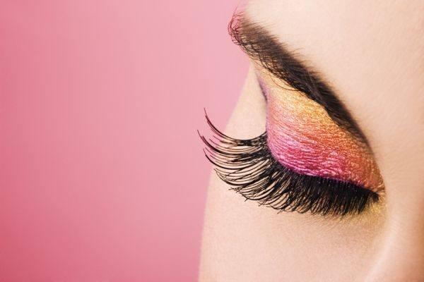 como-hacer-un-look-de-maquillaje-con-sombras-metalicas6