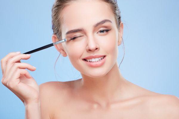 Consejos útiles para aplicarte el maquillaje y parecer más joven