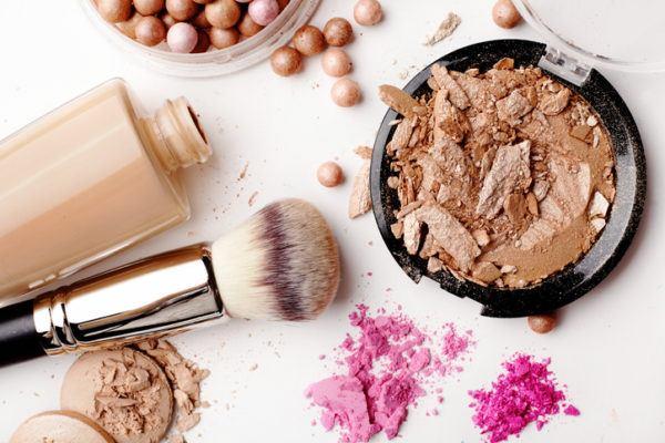 Como quitar manchas de maquillaje
