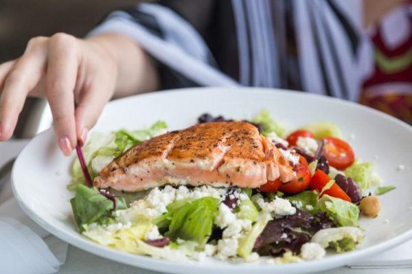 El salmón es un pescado graso ideal para la piel